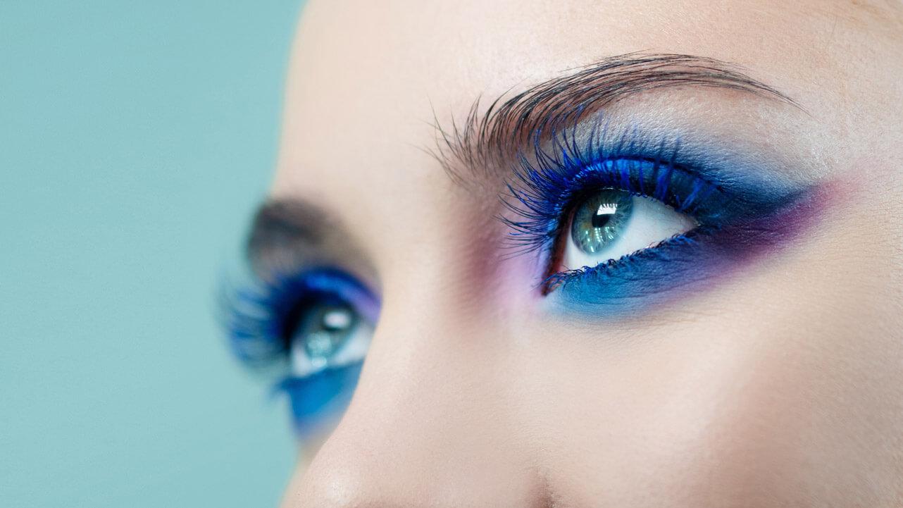 A photo of dramatic eye make-up